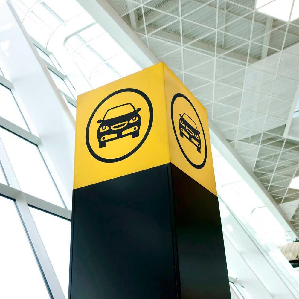 Место встречи сотрудника MAKS Car Rental в аэропорту Бангкока