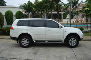 Rent a car Mitsubishi Pajero (13-15) - photo 4