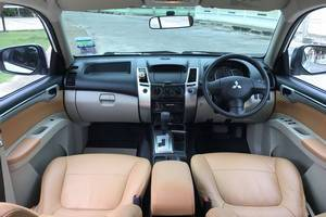 Rent a car Mitsubishi Pajero (13-15) - photo 8